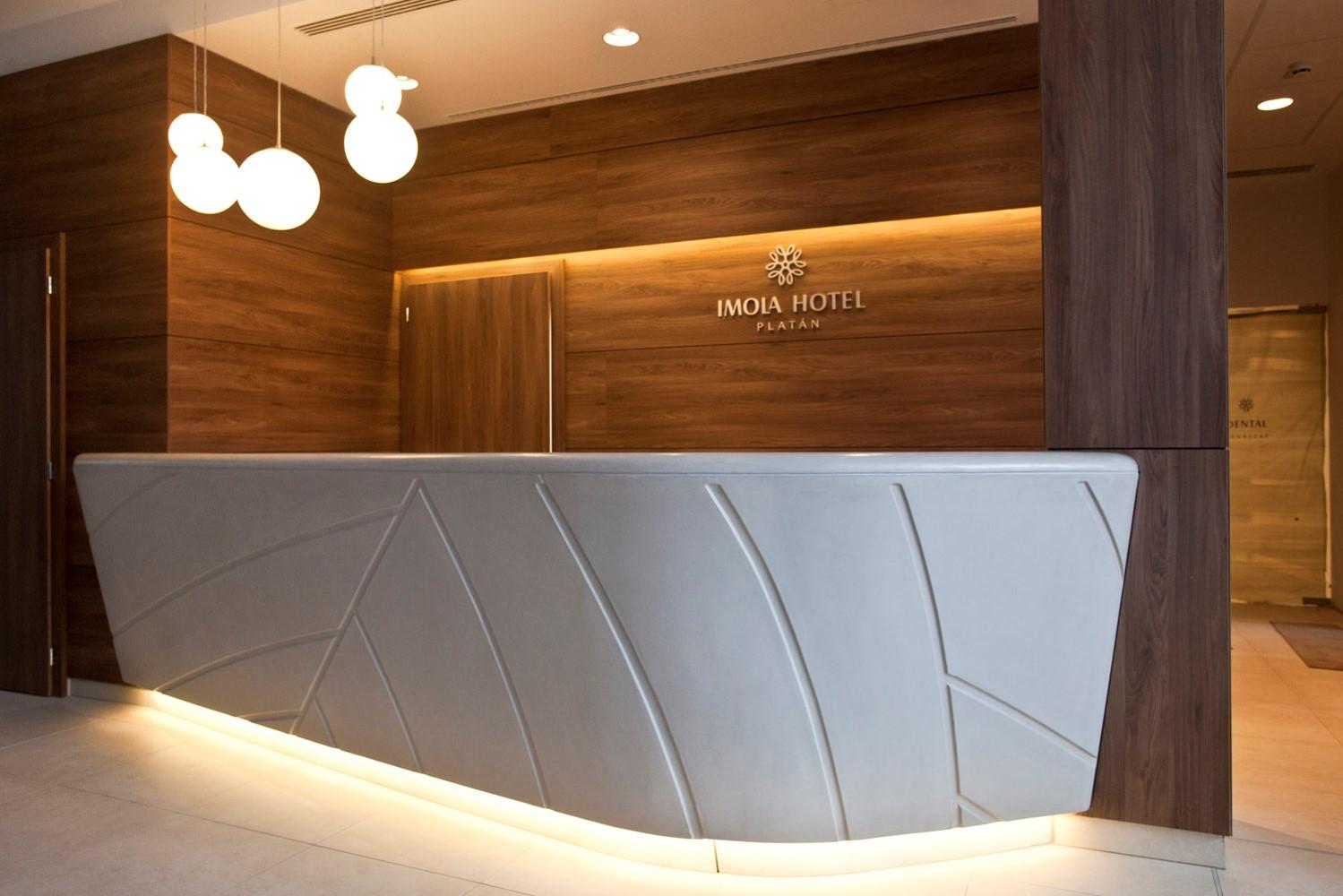 eger-platan-hotel-recepcios-pult1